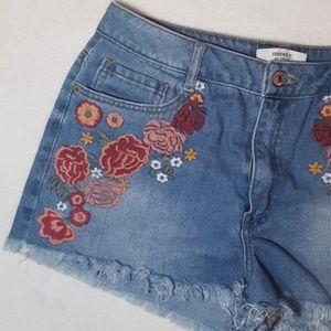 Forever 21 embroidered shorts